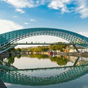 Tbilisi brug Bridge of Peace Georgie